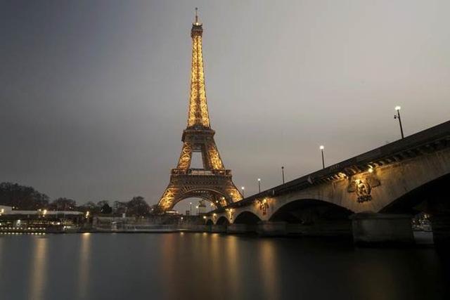 Tháp Eiffel sẽ đón du khách trở lại từ cuối tháng 6 - ảnh 2