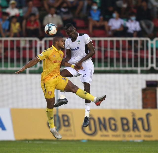ẢNH: Hoàng Anh Gia Lai thắng tối thiểu DNH Nam Định (Vòng 4 V.League 2020) - Ảnh 6.