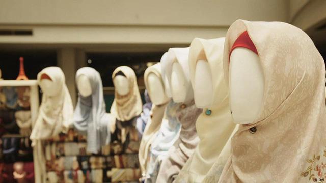 Phụ nữ trẻ Indonesia khởi nghiệp thành công với thời trang Hồi giáo - Ảnh 2.