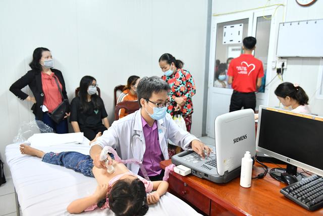 Gần 1.000 trẻ em được khám tầm soát tim bẩm sinh tại Kiên Giang - Ảnh 1.