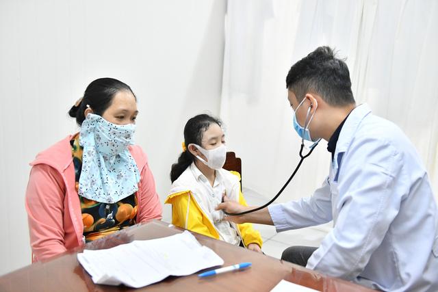 Gần 1.000 trẻ em được khám tầm soát tim bẩm sinh tại Kiên Giang - Ảnh 5.