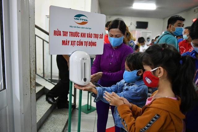 Gần 1.000 trẻ em được khám tầm soát tim bẩm sinh tại Kiên Giang - Ảnh 6.