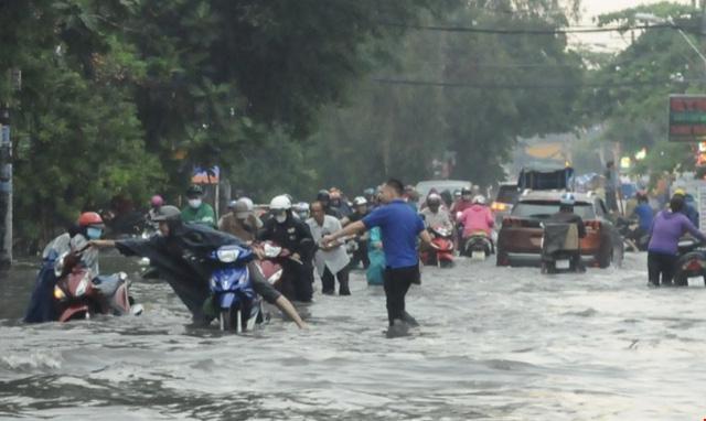 TP.HCM sắp đón những cơn mưa cực lớn, đề phòng ngập lụt khu vực thấp - Ảnh 7.