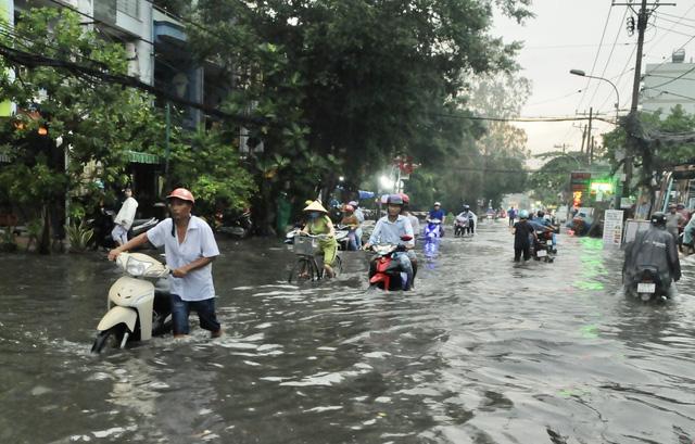 TP.HCM sắp đón những cơn mưa cực lớn, đề phòng ngập lụt khu vực thấp - Ảnh 6.