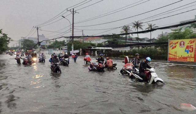 TP.HCM sắp đón những cơn mưa cực lớn, đề phòng ngập lụt khu vực thấp - Ảnh 3.