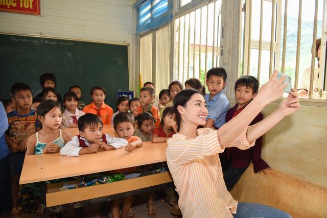 Hoa hậu Lương Thùy Linh khánh thành con đường hơn 2 tỷ đồng - Ảnh 6.