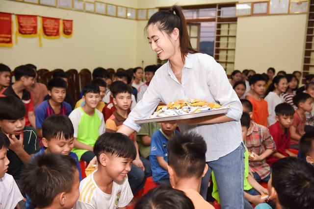 Hoa hậu Lương Thùy Linh khánh thành con đường hơn 2 tỷ đồng - Ảnh 5.
