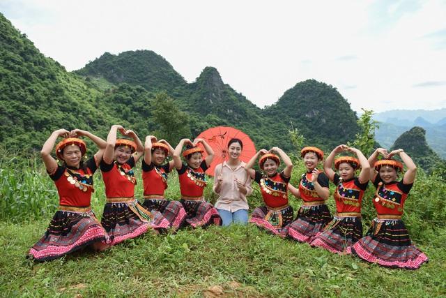 Hoa hậu Lương Thùy Linh khánh thành con đường hơn 2 tỷ đồng - Ảnh 7.