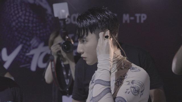 Phim mới của Sơn Tùng M-TP xác lập kỷ lục doanh thu cho dòng phim tài liệu âm nhạc - Ảnh 1.