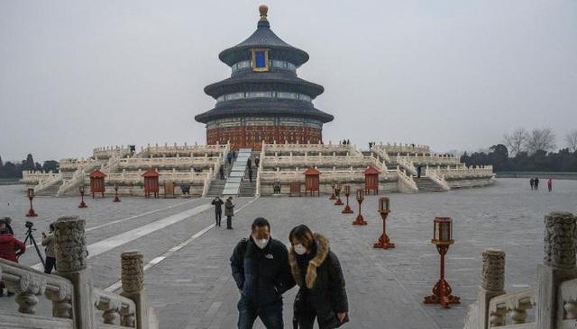 """Du lịch Trung Quốc rơi vào """"vòng xoáy khó khăn"""" vì COVID-19 - Ảnh 2."""