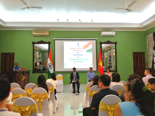 Vẫn tổ chức đồng diễn trong Ngày Quốc tế Yoga lần thứ 6 tại Việt Nam - Ảnh 1.