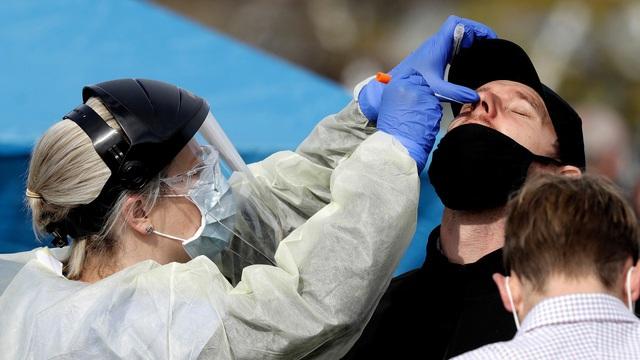 Thụy Điển vỡ mộng thoát COVID-19 nhờ miễn dịch cộng đồng - Ảnh 1.
