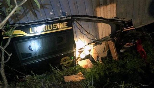 Xe container đè bẹp xe limousine trên quốc lộ, 3 người tử vong - Ảnh 1.