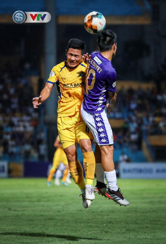 Thắng CLB Hà Nội, Sông Lam Nghệ An vươn lên đẫn đầu BXH V.League - Ảnh 12.