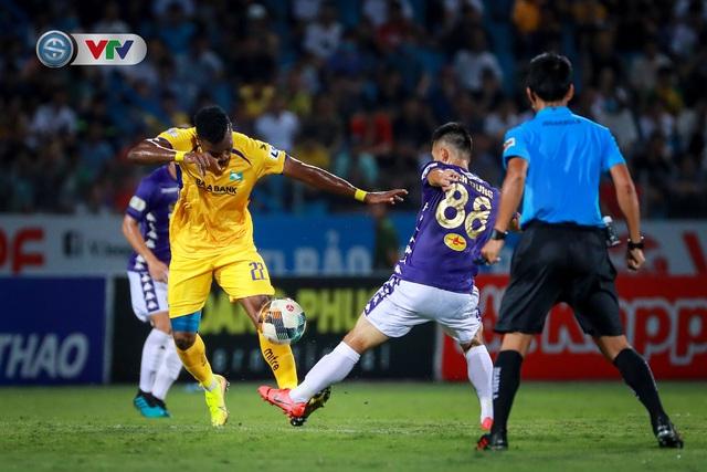 Thắng CLB Hà Nội, Sông Lam Nghệ An vươn lên đẫn đầu BXH V.League - Ảnh 5.