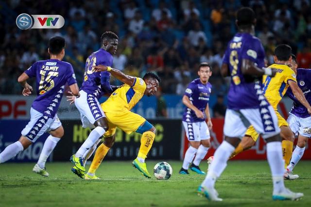 Thắng CLB Hà Nội, Sông Lam Nghệ An vươn lên đẫn đầu BXH V.League - Ảnh 13.