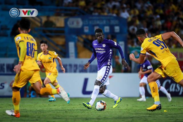 Thắng CLB Hà Nội, Sông Lam Nghệ An vươn lên đẫn đầu BXH V.League - Ảnh 3.