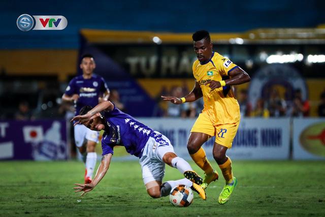Thắng CLB Hà Nội, Sông Lam Nghệ An vươn lên đẫn đầu BXH V.League - Ảnh 9.