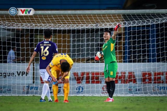 Thắng CLB Hà Nội, Sông Lam Nghệ An vươn lên đẫn đầu BXH V.League - Ảnh 11.