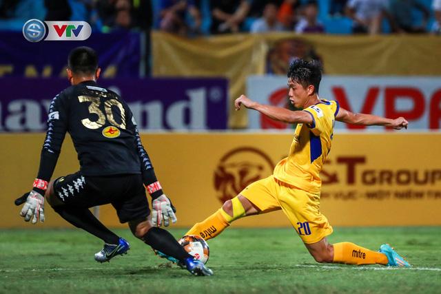 Thắng CLB Hà Nội, Sông Lam Nghệ An vươn lên đẫn đầu BXH V.League - Ảnh 14.