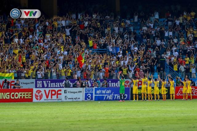 Thắng CLB Hà Nội, Sông Lam Nghệ An vươn lên đẫn đầu BXH V.League - Ảnh 16.