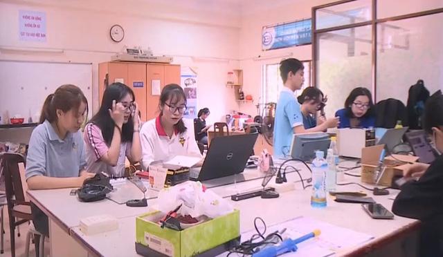 Hàng trăm sinh viên được hỗ trợ học phí sau COVID-19 - Ảnh 1.
