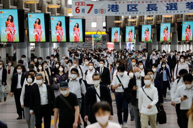 Nhật Bản dự định sẽ cấm dùng điện thoại trong khi đi bộ trên đường - ảnh 3