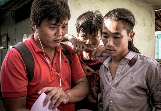 """""""Ròm"""" chính thức công bố ngày ra rạp tại Việt Nam - ảnh 3"""