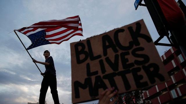 Bạo loạn, bất ổn và cướp phá lan rộng tại Mỹ - Ảnh 1.