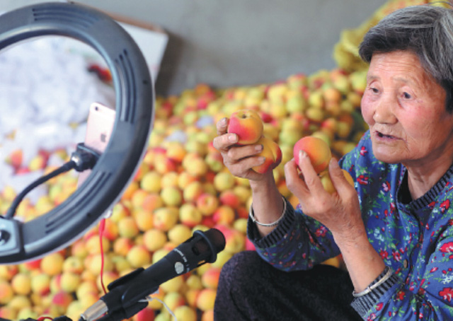 """Nông dân Trung Quốc """"ăn nên làm ra"""" nhờ bán nông sản trực tuyến - Ảnh 3."""
