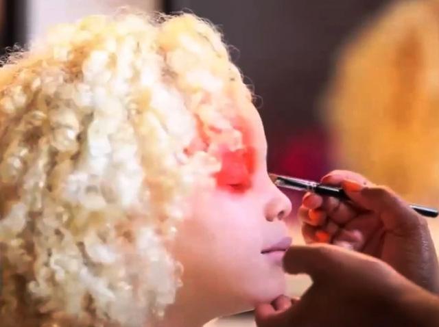 Những người mẫu bạch tạng đẹp nhất thế giới - ảnh 1