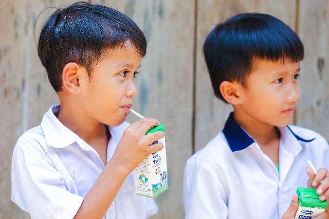 Quảng Nam triển khai Sữa học đường, trẻ em được uống sữa miễn phí - Ảnh 2.