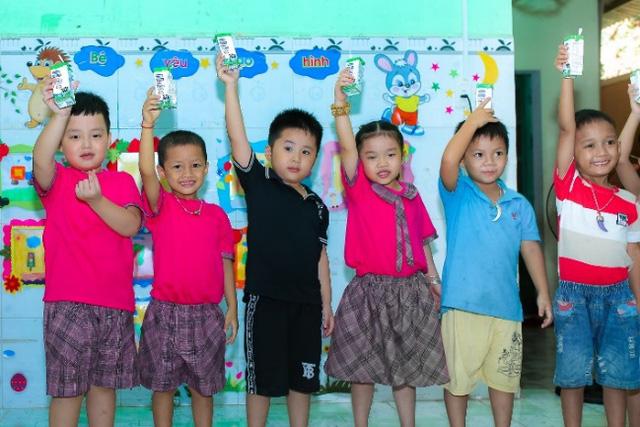 Quảng Nam triển khai Sữa học đường, trẻ em được uống sữa miễn phí - Ảnh 3.