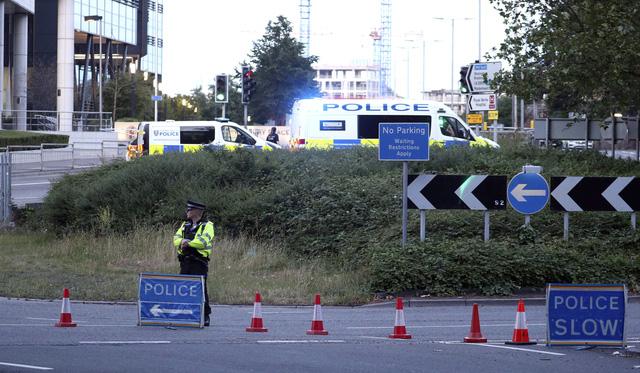 Anh: Tấn công bằng dao nghi ngờ liên quan đến khủng bố khiến 3 người thiệt mạng - Ảnh 5.