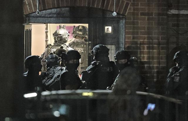 Anh: Tấn công bằng dao nghi ngờ liên quan đến khủng bố khiến 3 người thiệt mạng - Ảnh 1.