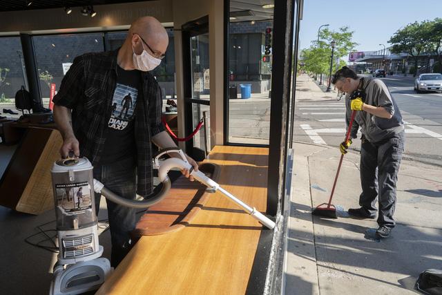 Nổ súng tại Minneapolis (Mỹ), ít nhất 1 người thiệt mạng - Ảnh 5.