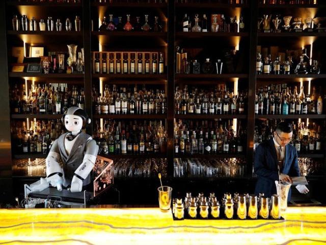 """Bar và club đang trở nên """"quái dị"""" hơn bao giờ hết do COVID-19 - Ảnh 4."""