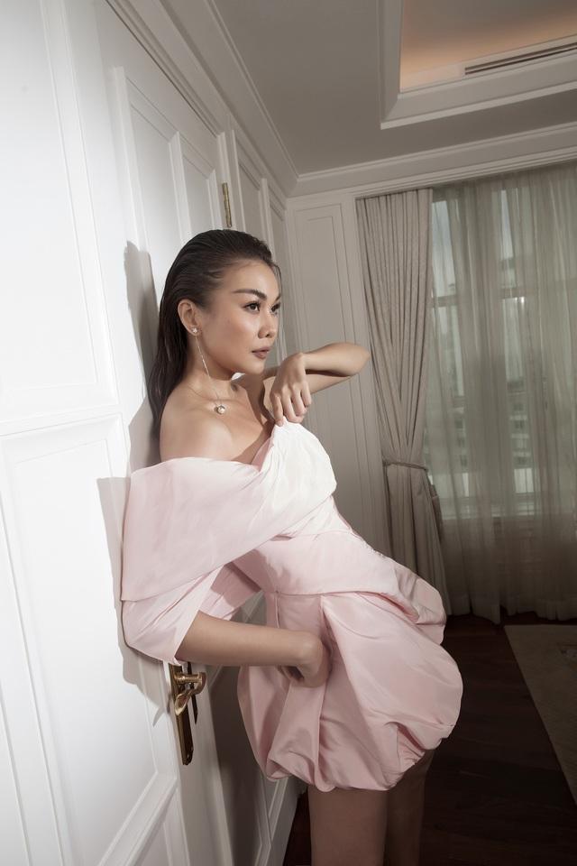 Ngắm Hồ Ngọc Hà và Thanh Hằng trong BST mới của Công Trí, từng xuất hiện trên Vogue Paris - Ảnh 6.
