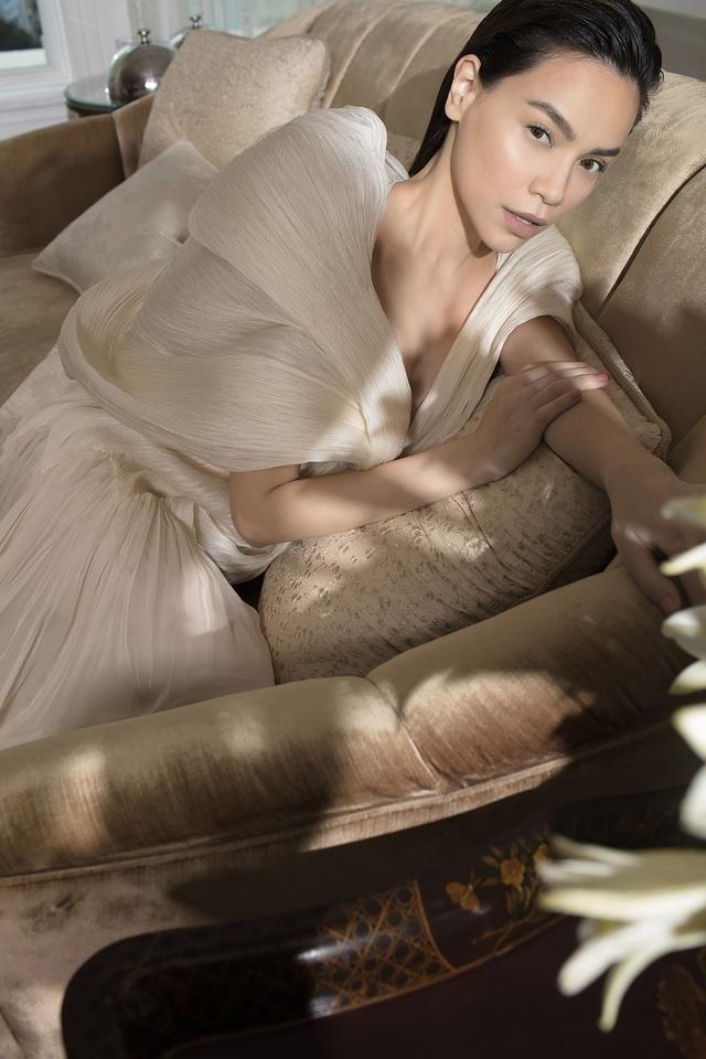 Ngắm Hồ Ngọc Hà và Thanh Hằng trong BST mới của Công Trí, từng xuất hiện trên Vogue Paris - Ảnh 8.