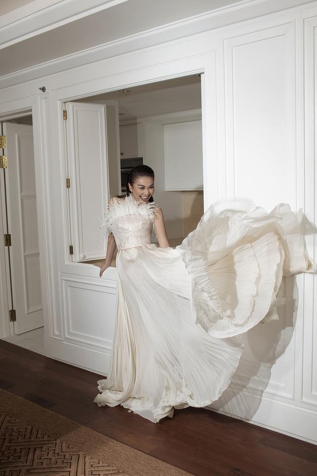 Ngắm Hồ Ngọc Hà và Thanh Hằng trong BST mới của Công Trí, từng xuất hiện trên Vogue Paris - Ảnh 10.