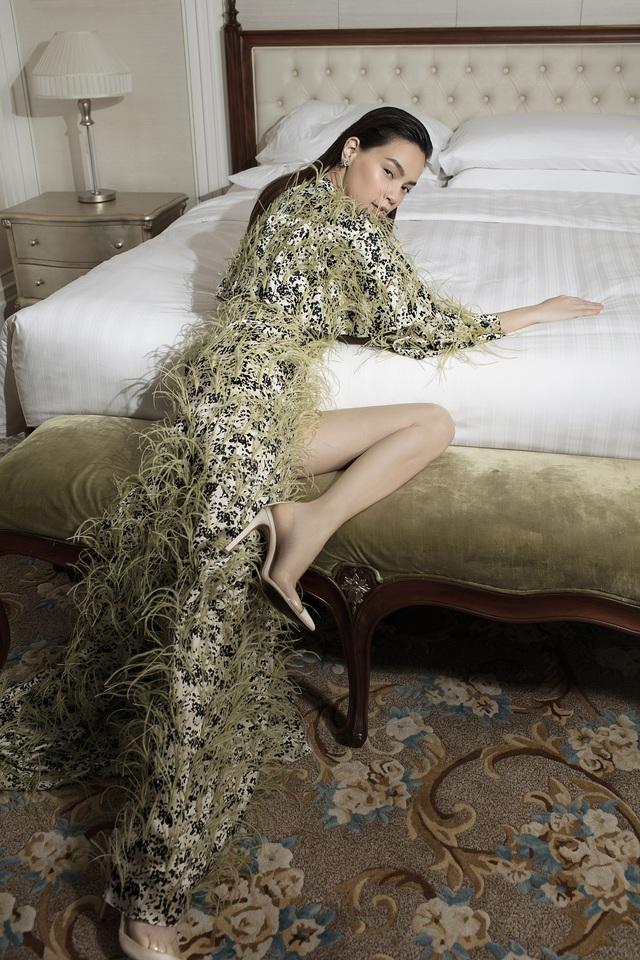 Ngắm Hồ Ngọc Hà và Thanh Hằng trong BST mới của Công Trí, từng xuất hiện trên Vogue Paris - Ảnh 12.