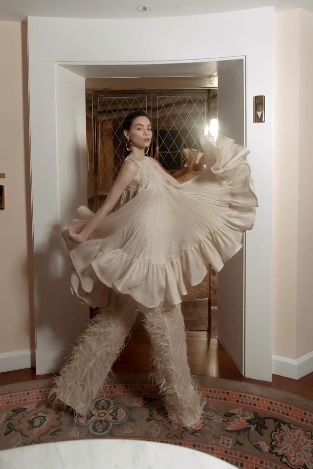 Ngắm Hồ Ngọc Hà và Thanh Hằng trong BST mới của Công Trí, từng xuất hiện trên Vogue Paris - Ảnh 14.