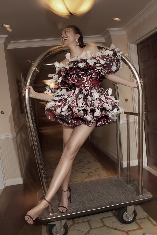 Ngắm Hồ Ngọc Hà và Thanh Hằng trong BST mới của Công Trí, từng xuất hiện trên Vogue Paris - Ảnh 15.