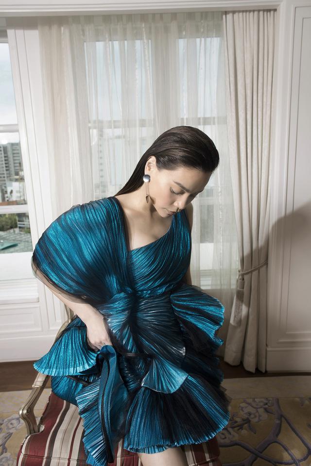 Ngắm Hồ Ngọc Hà và Thanh Hằng trong BST mới của Công Trí, từng xuất hiện trên Vogue Paris - Ảnh 16.