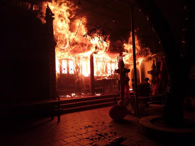 Hà Nội: Cháy lớn tại đền Tam Quan Lâm Du - Ảnh 1.