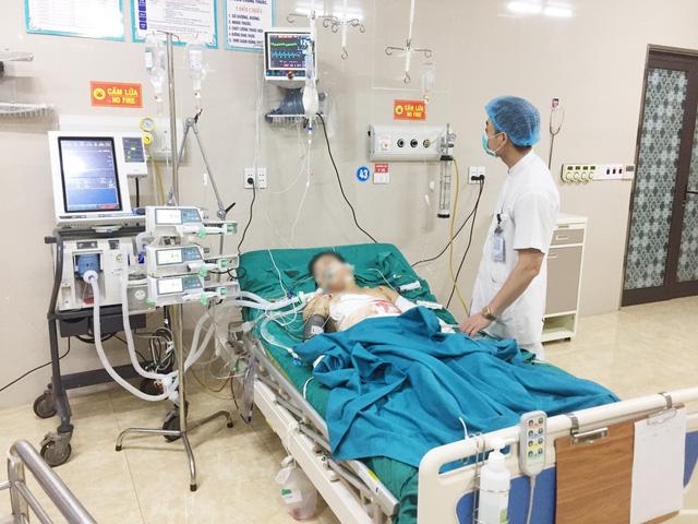 Đang khẩn trương cấp cứu nạn nhân vụ thảm sát ở Phú Thọ - Ảnh 2.