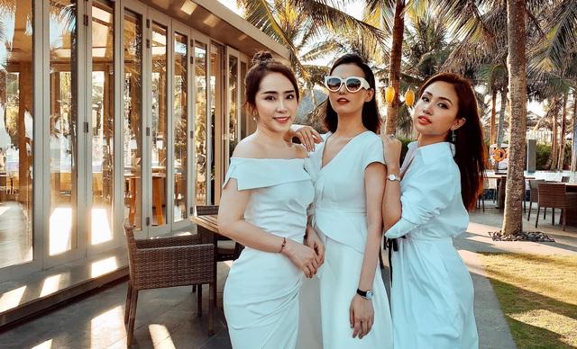 Lã Thanh Huyền, Vân Hugo và Quỳnh Nga khoe ảnh bikini nóng bỏng - Ảnh 10.