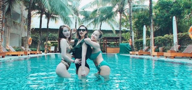 Lã Thanh Huyền, Vân Hugo và Quỳnh Nga khoe ảnh bikini nóng bỏng - Ảnh 9.