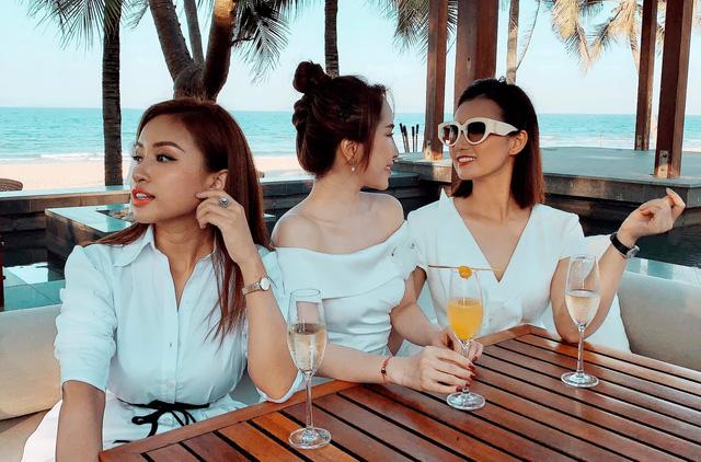 Lã Thanh Huyền, Vân Hugo và Quỳnh Nga khoe ảnh bikini nóng bỏng - Ảnh 3.