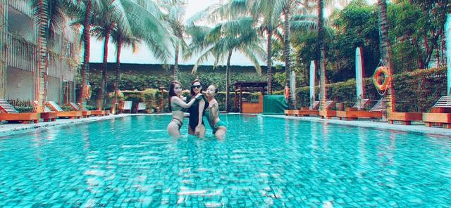 Lã Thanh Huyền, Vân Hugo và Quỳnh Nga khoe ảnh bikini nóng bỏng - Ảnh 1.
